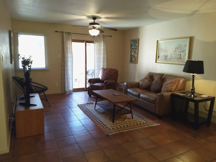Great 2/2 Condo, Sm dog ok, Avail December 21 !