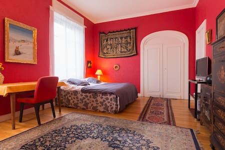 Chambre rouge lit king size - Guebwiller - Bed & Breakfast
