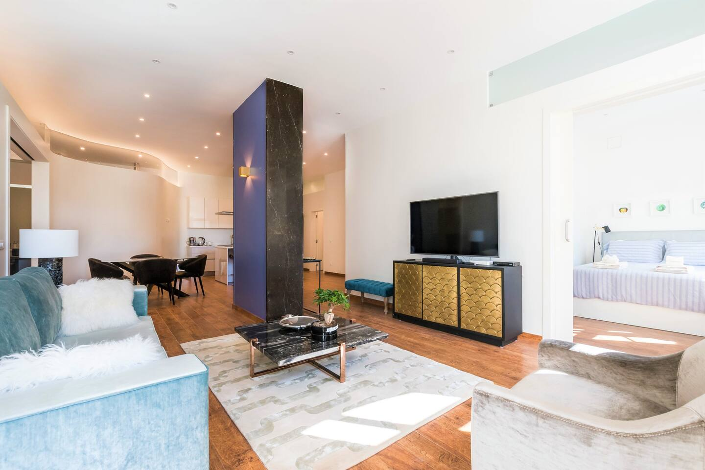 This unique luxury loft is centrally located, just 1 block to the main pedestrian Rua Augusta avenue of Baixa Oversized windows fill the open space with plenty of morning & afternoon light. Enjoy the beautiful view of downtown at night.