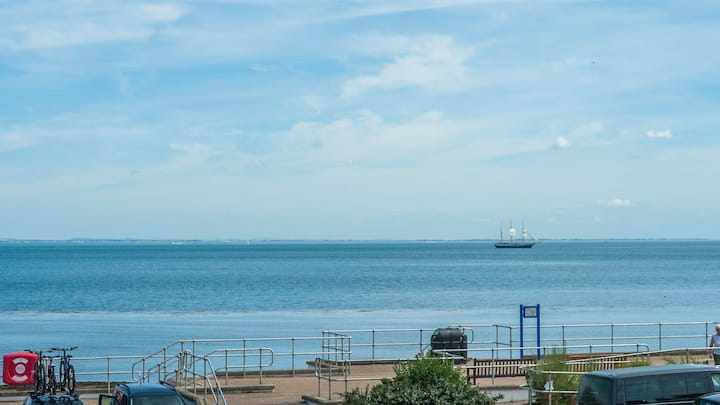 Driftwood Heights - Sea Views - Great Prices.