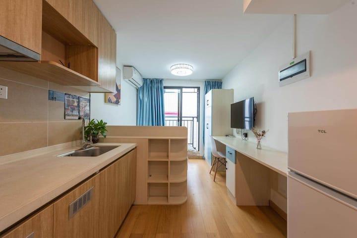 (长租优惠)万科城市之光豪华大床房单身公寓