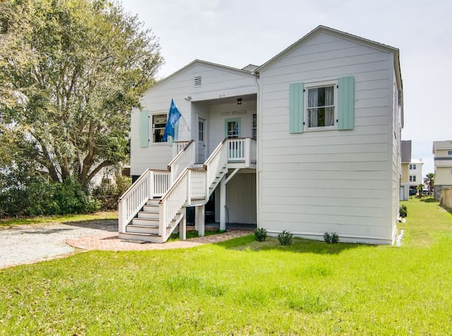 Classic Carolina Beach Cottage - Isle of Palms - Ev