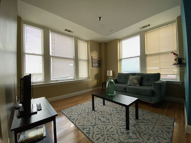 Charming 2 Bedroom with City Views!