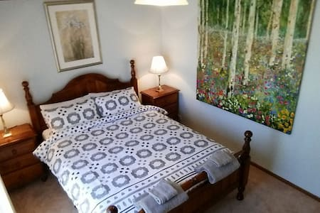 Charming and full of character Room 2 - Wyndham Vale