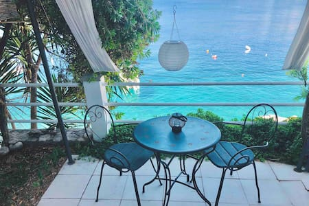 Romantic SEASIDE studio apartment