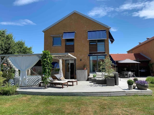Family house close to the beach and Helsingborg