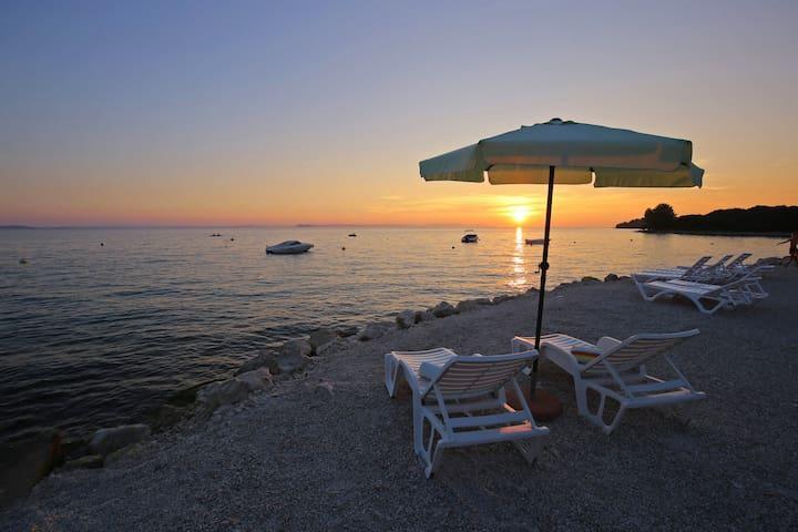 Luxus Wohnung direkt am Meer - Kožino - Flat