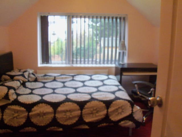 double bedroom with cloakroom - Wheatley - Bed & Breakfast