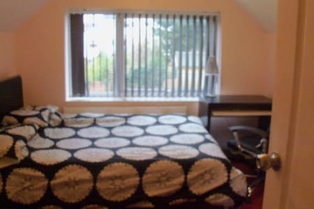 double bedroom with cloakroom - Wheatley