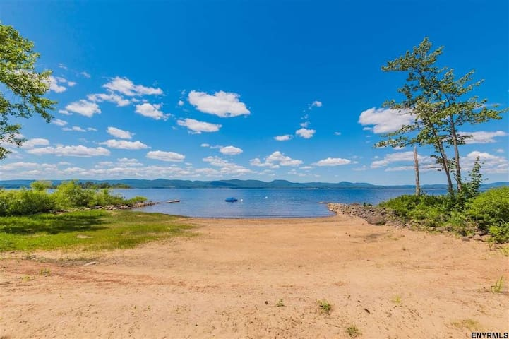 100 Ft Private Beach: Great Lake Sacandaga