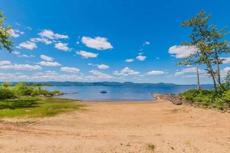 100 Ft Private Beach: Great Lake Sacandaga