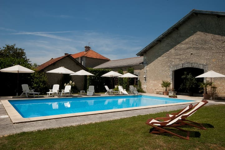 Historic & Private Hillside Manoir with Pool - Chillac - House
