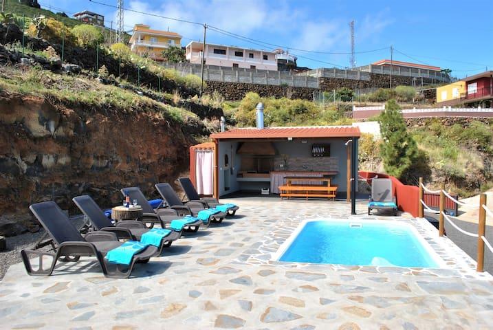 Casa El Pino, casa Canaria con vistas al mar