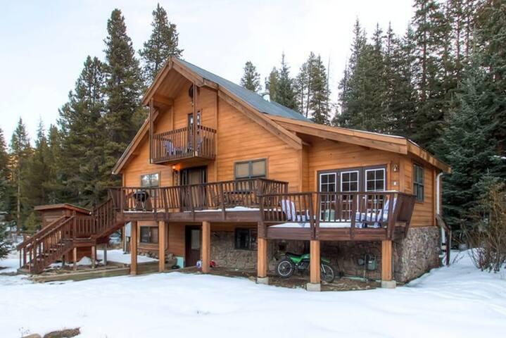 2BR + Loft Breck Cabin w/Hot Tub - Blue River - Hytte