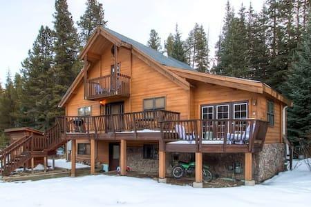 2BR + Loft Breck Cabin w/Hot Tub - Blue River