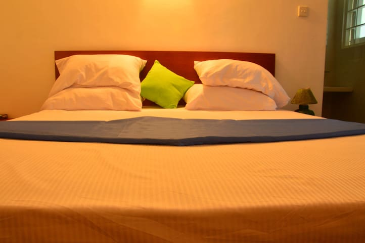 Deluxe Double Room Swan white villa 2mins to beach