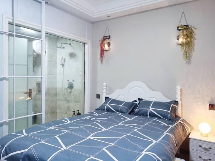 【壹号房-蓝海】气质与美貌并存的房间