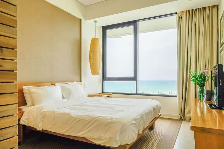Full queen size bed for two with full view of the fabulous ocean from the 7th floor (Extra bed is available upon request at $30 per night)