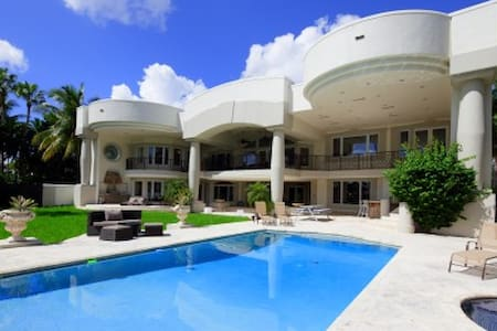 LUXURY MANSION ON BAY! Sleeps 10 but hosts 20 - Hollywood - Villa
