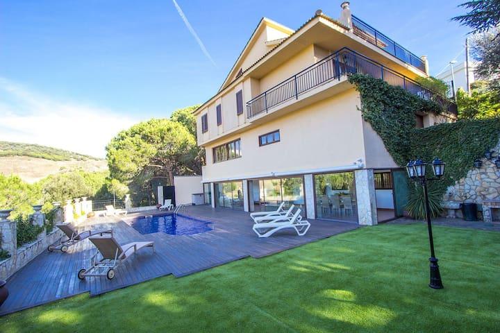 Enchanting Villa Sant Pol de Mar for 13 people - Costa Brava - Villa