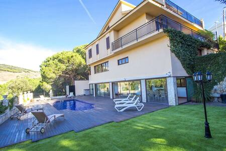 Enchanting Villa Sant Pol de Mar for 13 people - Costa Brava - 別荘