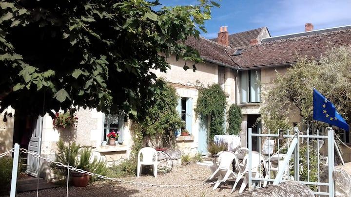 Loire Valley.  Maison de village tranquille