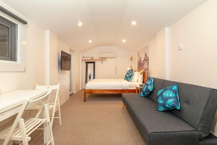 Private Garden Studio Apartment, serviced