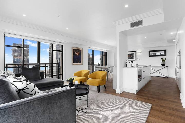 Sky high luxury in heart of the city with carpark