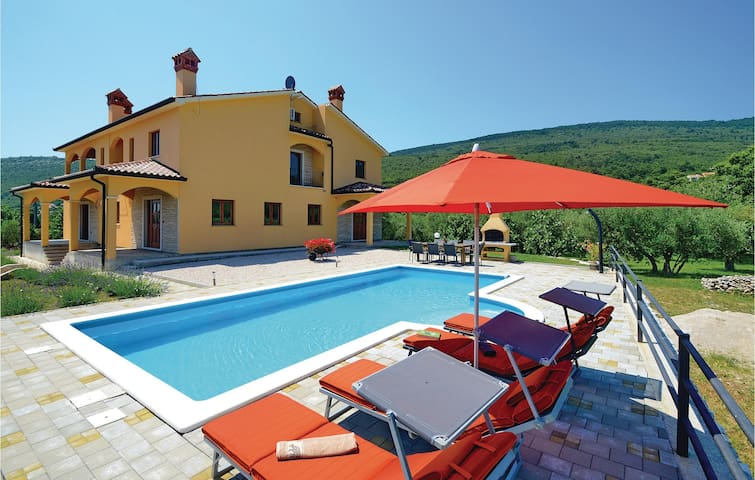 Holiday cottage with 3 bedrooms on 142m² in Labin