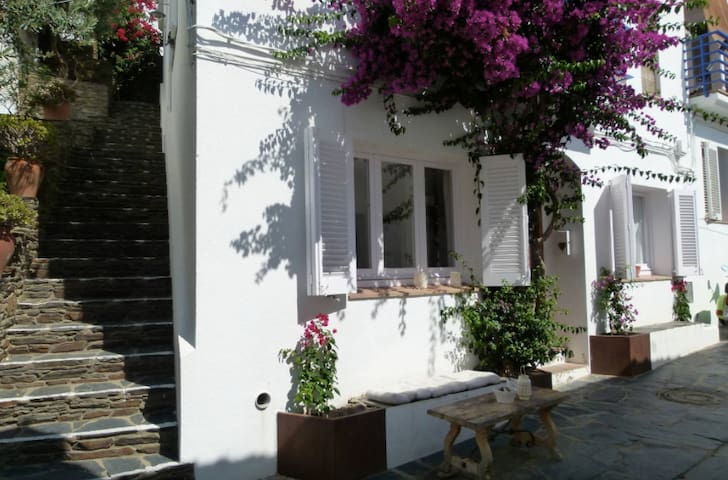 Charm & Peace in Cadaques old town, 50m to beach! - Cadaqués - Appartement