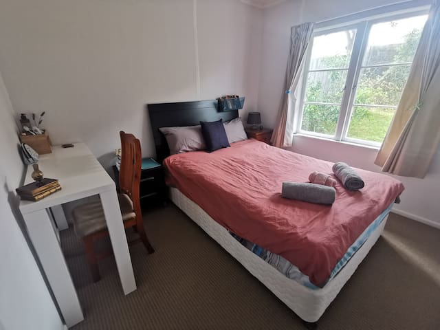 comfortable & tidy bedroom in North shore