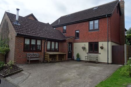 Modern Village house - less than 1 hour to London - Hartley Wintney - Rumah