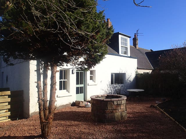 Delightful S/C cottage in the Scottish Borders - Allanton - House