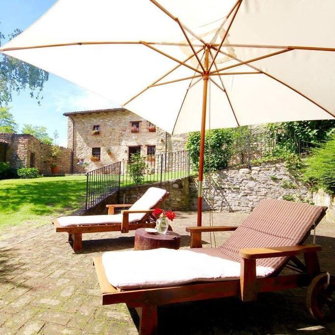 Il Terrazzo dove prendere il sole o per un aperitivo.  The terrace for sunbathing or an aperitif.