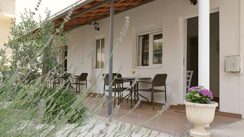 Charming Studio apartment - 50 m from the sea
