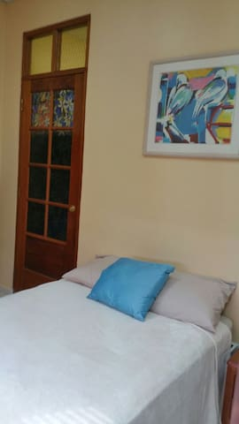 Single Room with private Bathroom Close to Airport - Oranjestad - Hostel