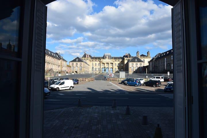 Appartement avec vue sur le château de Lunéville
