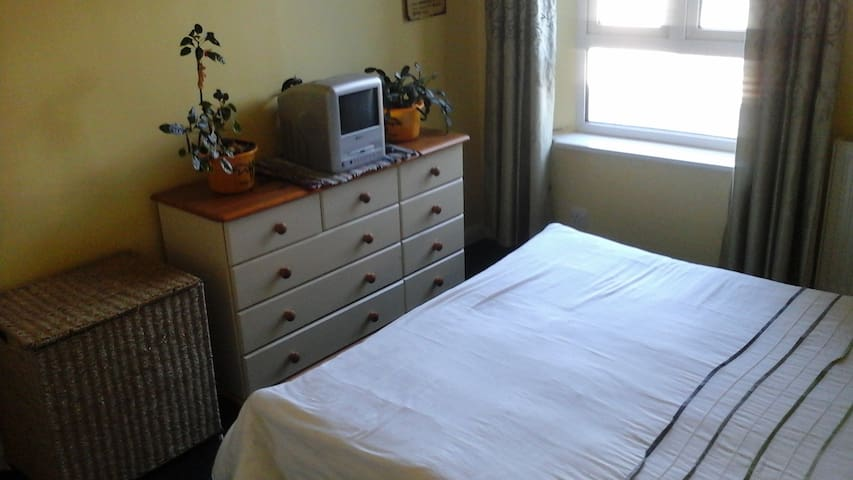 Large double room In Fulham. With Wi-Fi