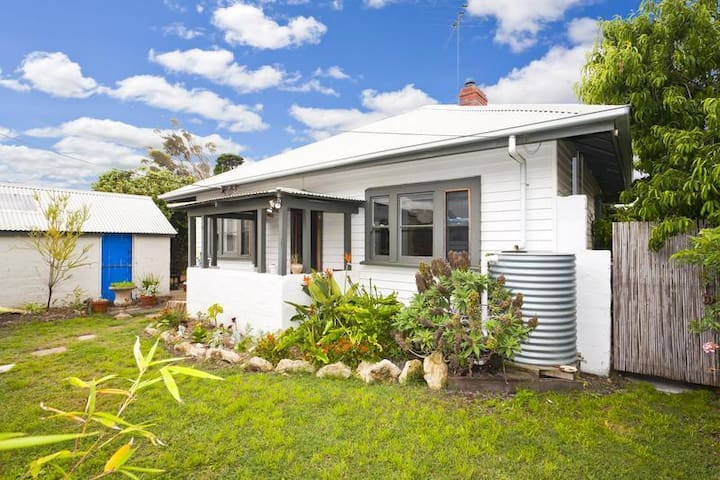 Affordable beach house for the budget traveller - Barwon Heads - House