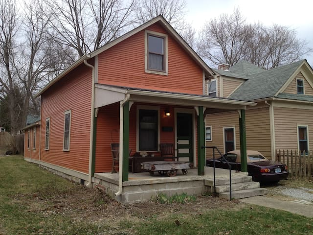 Pumpkin House: Quirky & Historic with Hot Tub - Bloomington - Huis