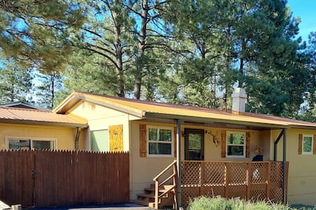 Our Deer Cabin w/Hot Tub & Central Heat n Cooling