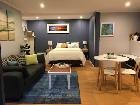 Relax in Amaroo - Private Studio
