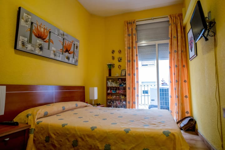 Nice & wide room in Barcelona downtown paralel - Barcellona - Condominio