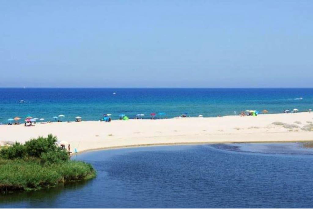 Spiaggia di Valledoria (San Pietro) lunga 7 Km