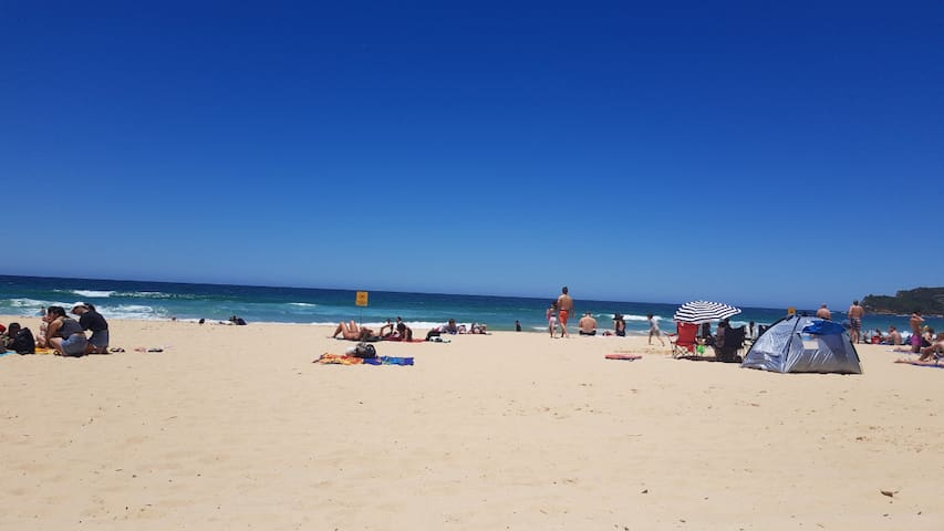 Private room Manly beach! Great Location!