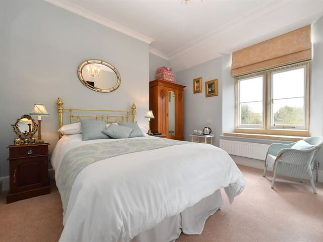 Heritage Luxury B&B Calne. Luxury Double Ensuite