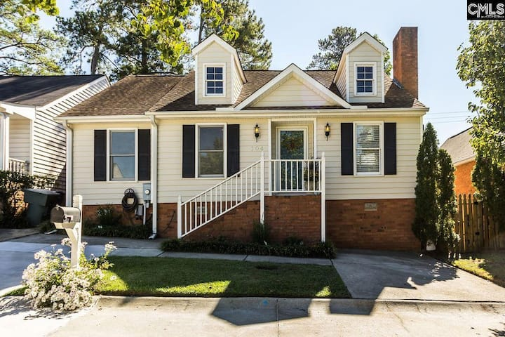 Pet friendly/2 bedroom-VERY close to Fort Jackson!