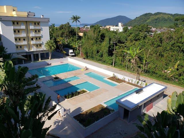 Belo apartamento a 300 m da praia de Pereque Açu!