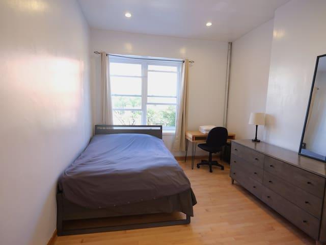 Sunny Room in Bedstuy⭐️F