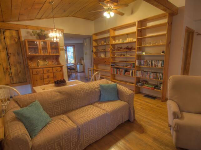 Quiet and cozy Vermont cottage, close to activities - Warren - Maison